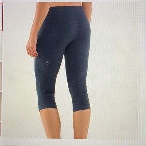 Lululemon In the Flow Navy Crop II Side Scrunch